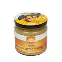 Beeing Pure is een kleinschalige imkerij die ligt in het limburgse landschap. Passie voor de bijen en hun honing staat bij hen voorop. We geloven in de puurheid van honing en maken dankbaar gebruik van alles wat het `limburgse land te bieden heeft. Onze honing is een duurzaam, lokaal product zonder toevoegingen.